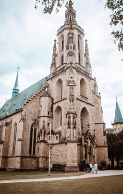Außenaufnahme einer Kirche