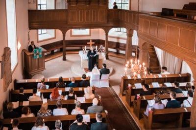 Trauung in einer Kapelle